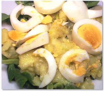 Kartoffelsalat mit Feldsalat und Ei
